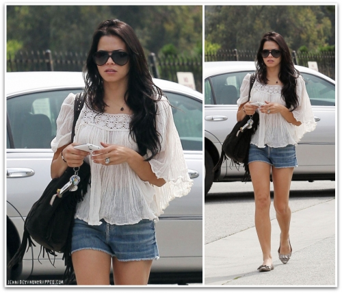 Jenna Dewan-Tatum Having Breakfast in Studio City (April 17, 2010)