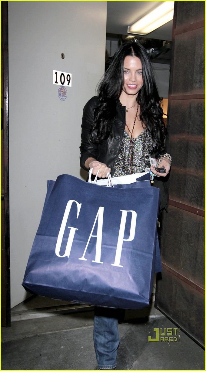 Jenna Dewan-Tatum Shopping at The Gap on JustJared.com